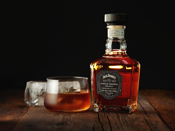 Lighting a Whiskey Bottle and Glass Using Multiple Flashes